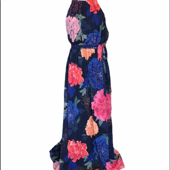 SLNY Dresses & Skirts - SLNY Maxi Dress👗